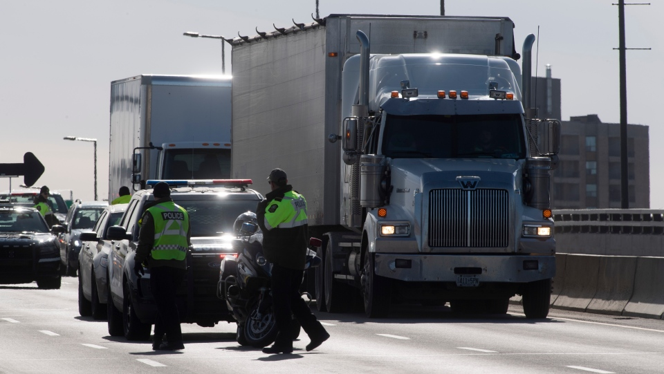 FILE PHOTO: Police will man checkpoints in Quebec to limit the spread of COVID-19 between regions. THE CANADIAN PRESS/Adrian Wyld