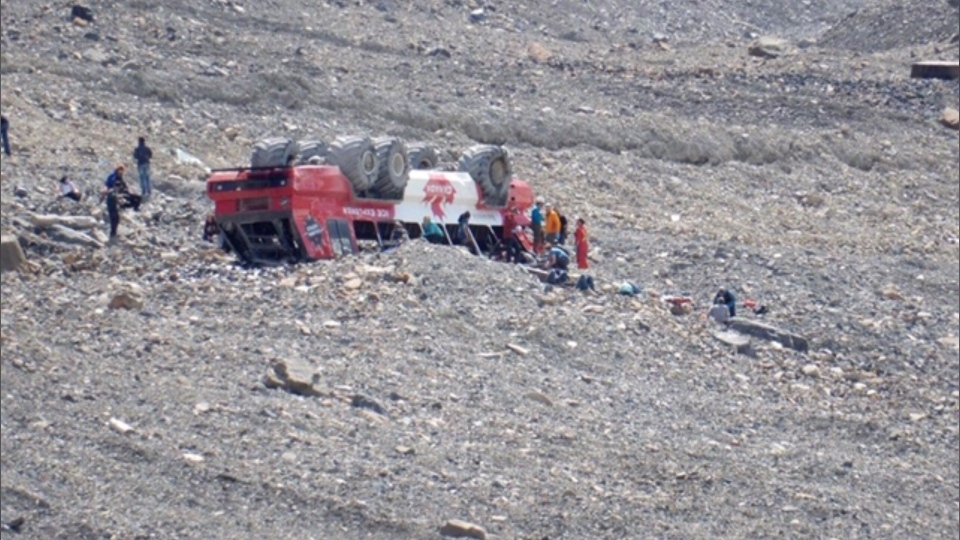 A tour bus rolled over at the Columbia Icefield near Jasper, Alta. on Saturday, July 18, 2020. Three passengers were killed and 24 were sent to hospital. (Courtesy: Angela Bye)