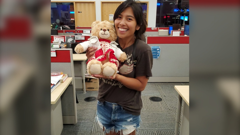Mara Soriano poses with her teddy bear that was returned to her on July 28, 2020. (Mara Soriano/Twitter)