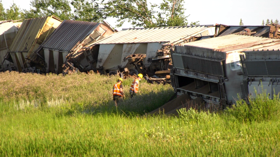 Crews respond to a train derailment east of Winnipeg along Highway 1. (Source: Glenn Pismenny/ CTV News Winnipeg)