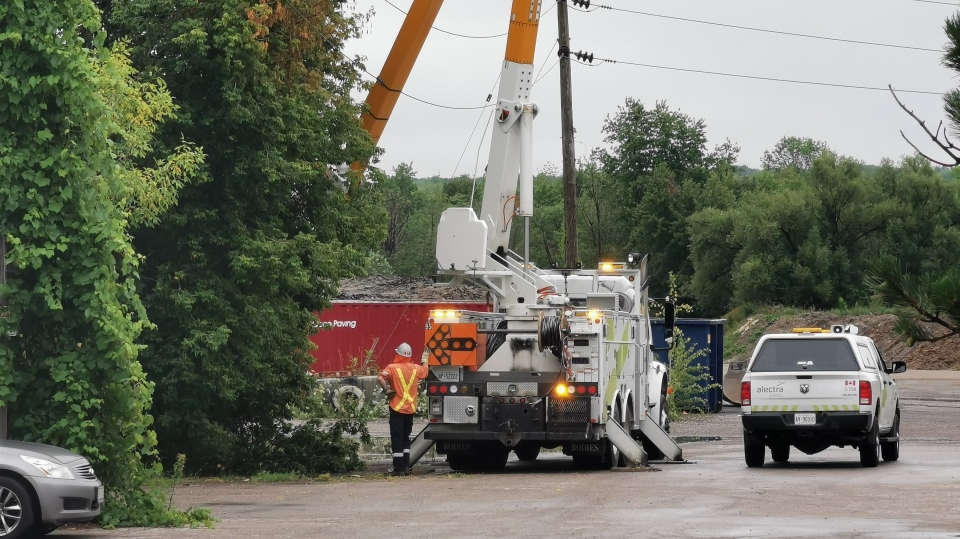 Alectra crews work to restore power on Dunlop St W in Barrie, Ont. on Sunday August 2, 2020 (Don Wright/CTV News)