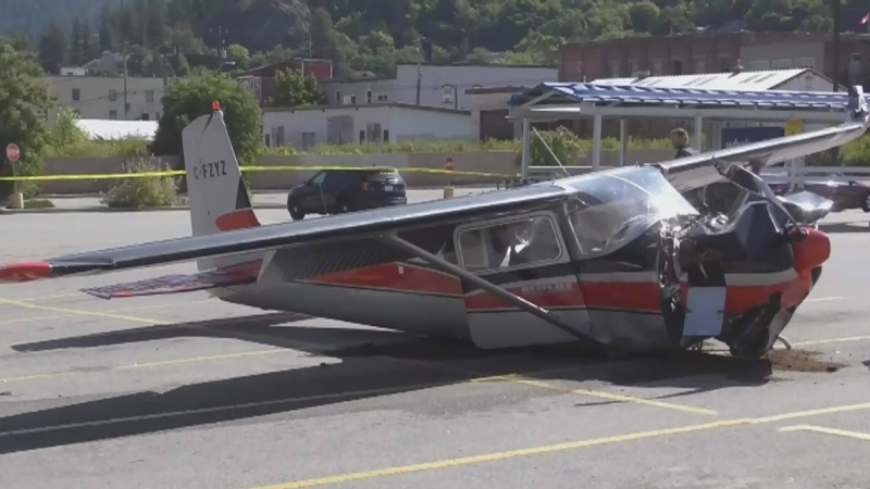 2 injured when plane crashes in parking lot