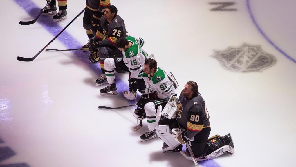 NHL kneeling