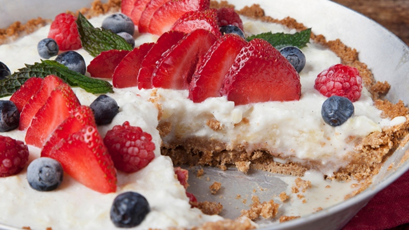 Pina Colada ice cream pie