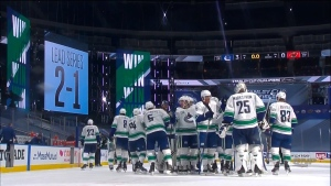 Daytime win puts Canucks in front