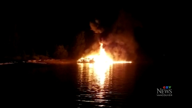 Family barely escapes houseboat fire