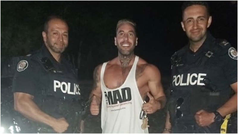 Toronto police have confirmed that two of its officers are under investigation after a photo emerged of the pair posing with a local anti-mask advocate. (Instagram/Meettheskys)