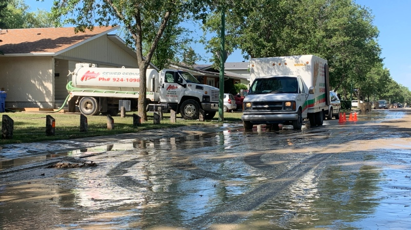 A water main break caused a northwest Regina street to flood on Tuesday. (Wayne Mantyka / CTV News Regina)