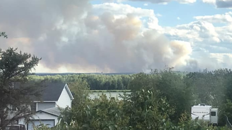 Thousands evacuated from Red Lake fire