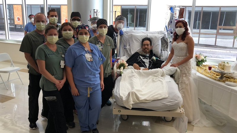 Health care workers at San Antonio Methodist Hospital alongside Carlos Muniz and Grace Leimann after their wedding in the hospital. (Courtesy Methodist Healthcare)