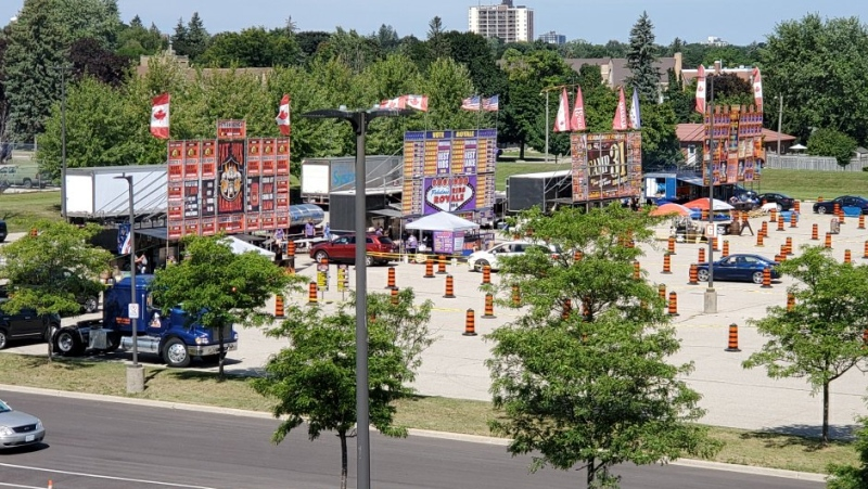 The Kitchener Aud parking lot seen on Aug. 15 as rib vendors operated via drive-thru. (@Impact_Events / Twitter)