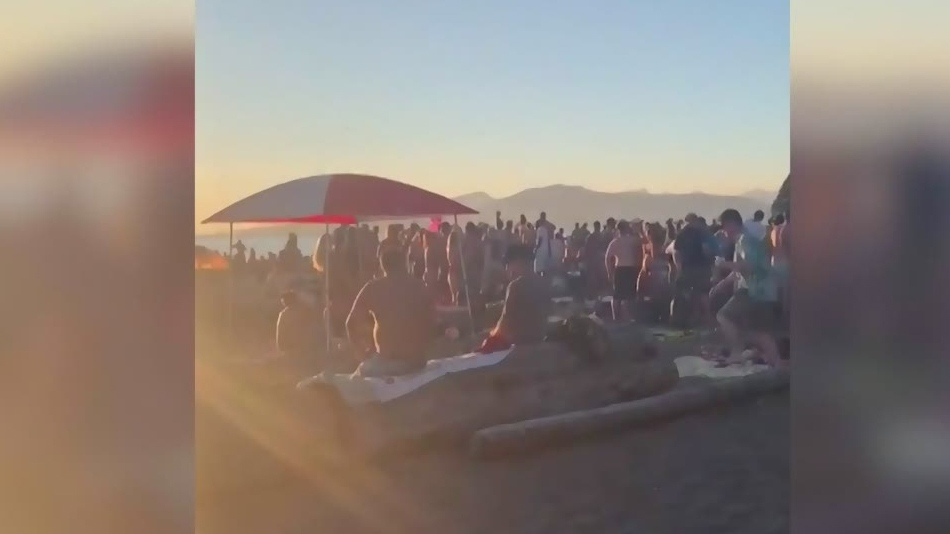 Beach gatherings flout COVID-19 rules
