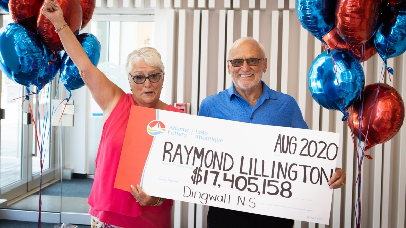 Gaye and Raymond Lillington collect a cheque worth $17.4 million in Halifax on Aug. 19, 2020, after winning a Lotto 6/49 prize. (Atlantic Lottery)