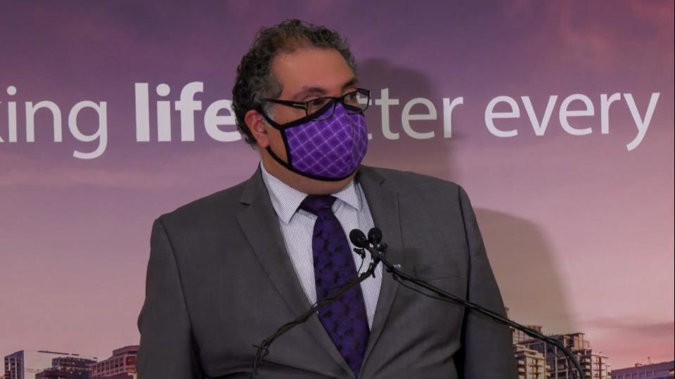 Mayor Nenshi, Calgary, mask, bylaw