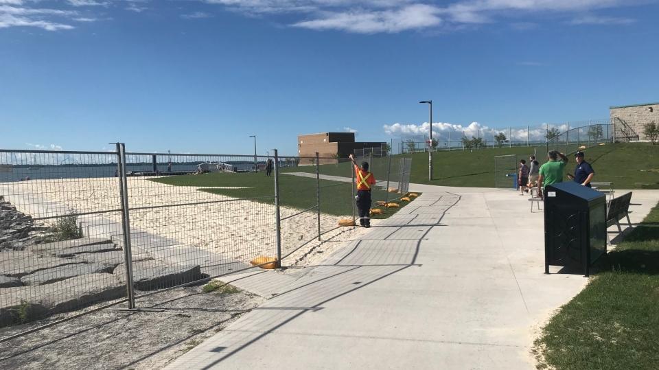 Kingston Breakwater Beach fences