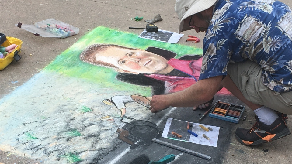 Chalk artist Gil Clelland