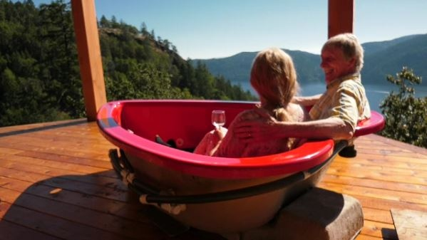 Frank and Sheila Ryan relax in their Dumb and Dumber hot tub. (CTV News)