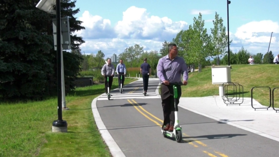 London city hall resumes its search for a private company willing to operate 100 e-scooters, 300 bicycles, or a combination of both for a three-year pilot project.