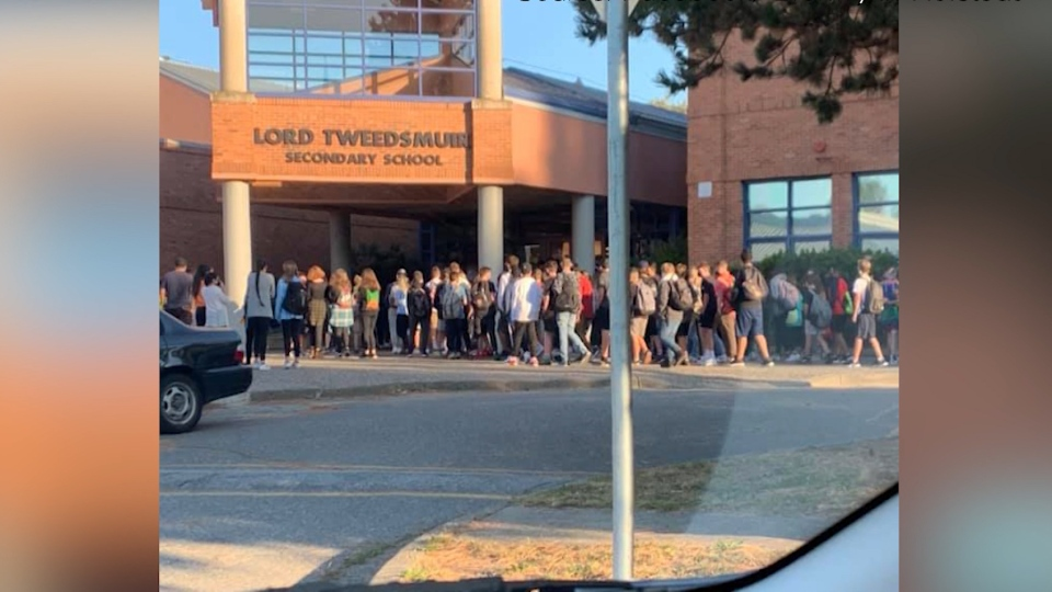 A crowd of students are seen outside Lord Tweedsmuir Secondary School in Surrey, B.C., days before the school recorded its first COVID-19 exposure event. It's unclear if the students pictured are in the same cohort learning group. (Bronwynn Hofstedt/Facebook)