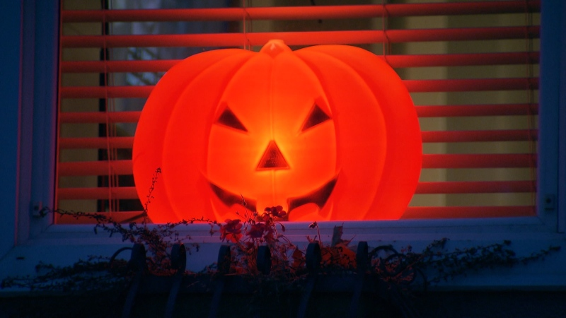 A jack-o-lantern Halloween decoration.