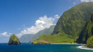 The world tallest sea cliffs of Molokai, Hawaii. (Shutterstock)