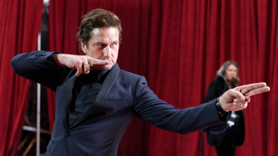 Gerard Butler poses as he arrives at the Oscars on Sunday, Feb. 9, 2020, at the Dolby Theatre in Los Angeles. (AP Photo/John Locher)