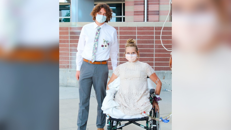 A 17-year-old girl from Utah, hospitalized after a major car crash, was able to enjoy a virtual homecoming dance, thanks to her classmates.