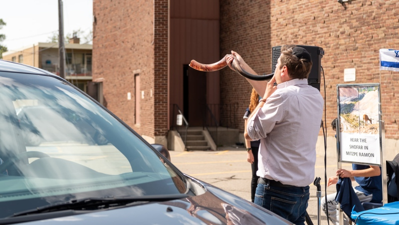 The shofar is being played during a drive-through Rosh Hashanah event hosted by Adath Israel Congregation in Toronto. Photo used with permission by Anna Gindin.
