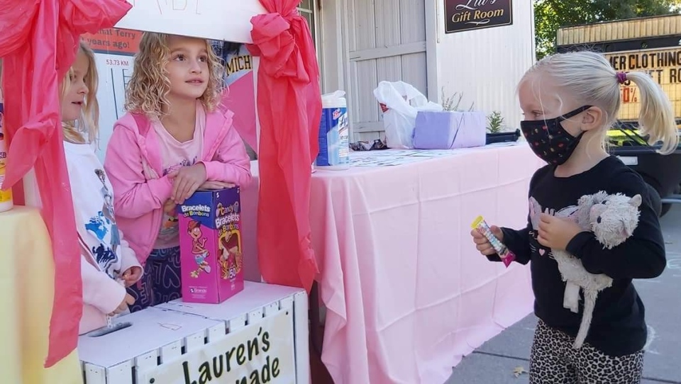 Guests visit Lauren's lemonade stand, Sunday September 20, 2020 (Source: Jodi Langley)