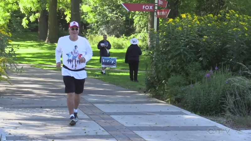 Runners hit Terry Fox Parkway in London, Ont. during 40 anniversary of run