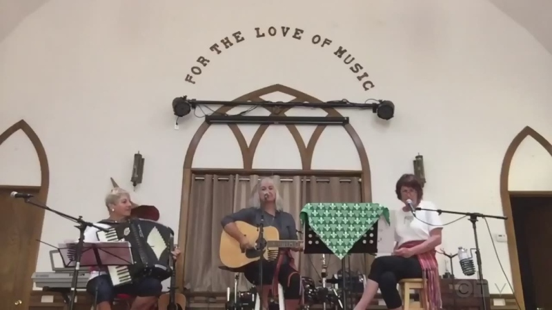 From Blind River, Les Anges de la campagne sing one to celebrate the Franco-Ontarian flag.