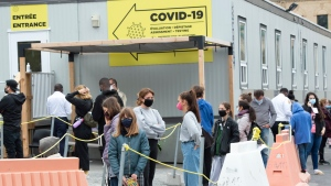 People line up at a COVID-19 testing clinic, Wednesday, September 23, 2020 in Montreal.THE CANADIAN PRESS/Ryan Remiorz
