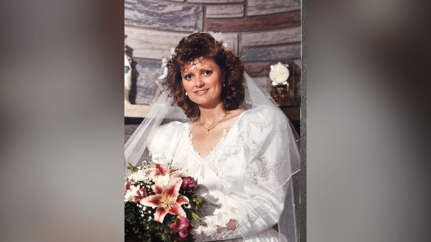 Cathy Prior in her wedding dress in 1989 (Supplied: Cathy Prior)