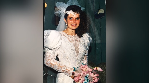 Janet Hotson in her wedding dress in 1989 (Supplied: Janet Hotson)