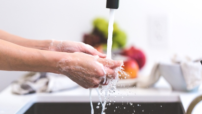 Washing hands, wearing masks and practicing physical distancing substantially decrease an individual's risk of contracting COVID-19, according to new research. (Burst / Pexels)