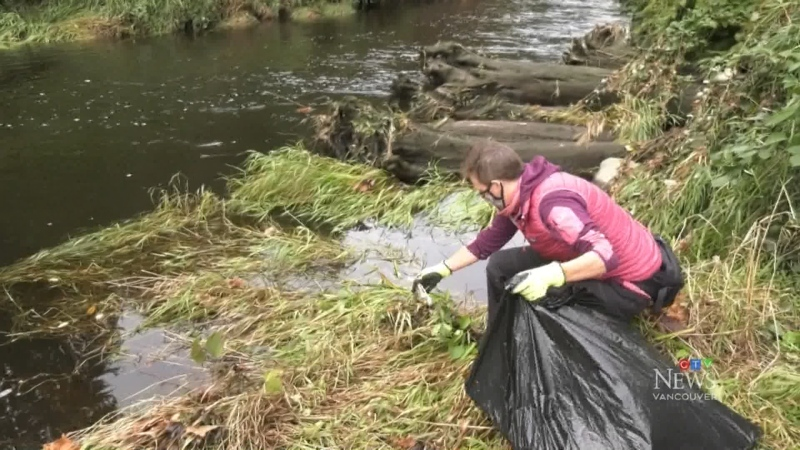 Activists clean up river