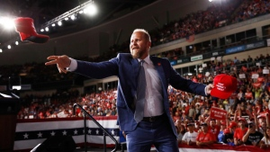 Brad Parscale tosses hats to supporters before U.S. President Donald Trump speaks at a rally in Manchester, N.H., on Aug. 15, 2019. (Patrick Semansky / AP)