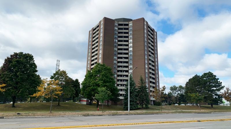A Mississauga apartment building that was the site of a triple assault on Monday night is shown. (CP24 / Aaron Adetuyi)