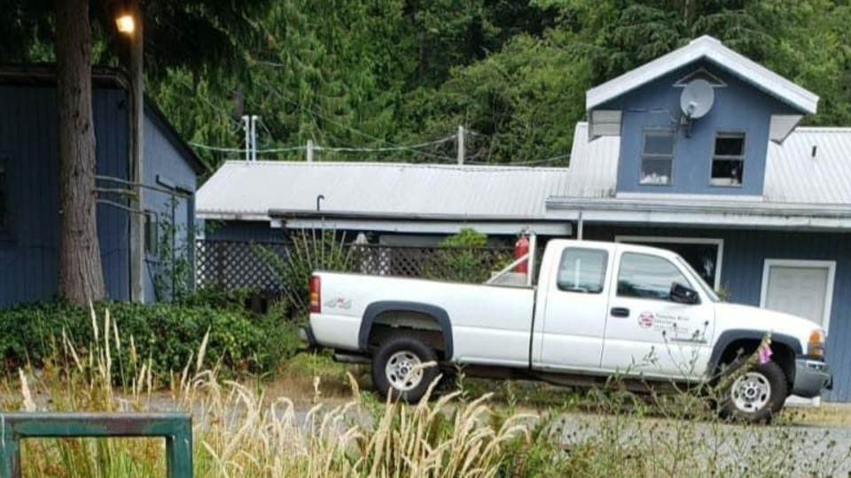 The stolen truck is a white 2003 GMC 2500 with logos on the driver and passenger doors and licence plate 1715 HH.