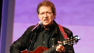 Mac Davis performs at the Texas Film Awards in Austin, Texas on March 6, 2014. (Jack Plunkett / Invision / AP)