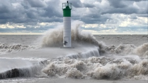 High waves on Lake Erie slam into the shore in Port Bruce, Ont. on Wednesday, Sept. 30, 2020. (Sean Irvine / CTV News)