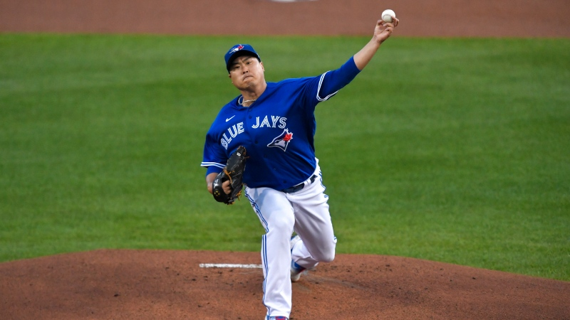 Toronto Blue Jays starting pitcher Hyun Jin Ryu throws to a New York Yankees batter during the first inning of a baseball game in Buffalo, N.Y., Thursday, Sept. 24, 2020. (AP Photo/Adrian Kraus)