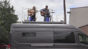 Country music couple adapt to perform during pande