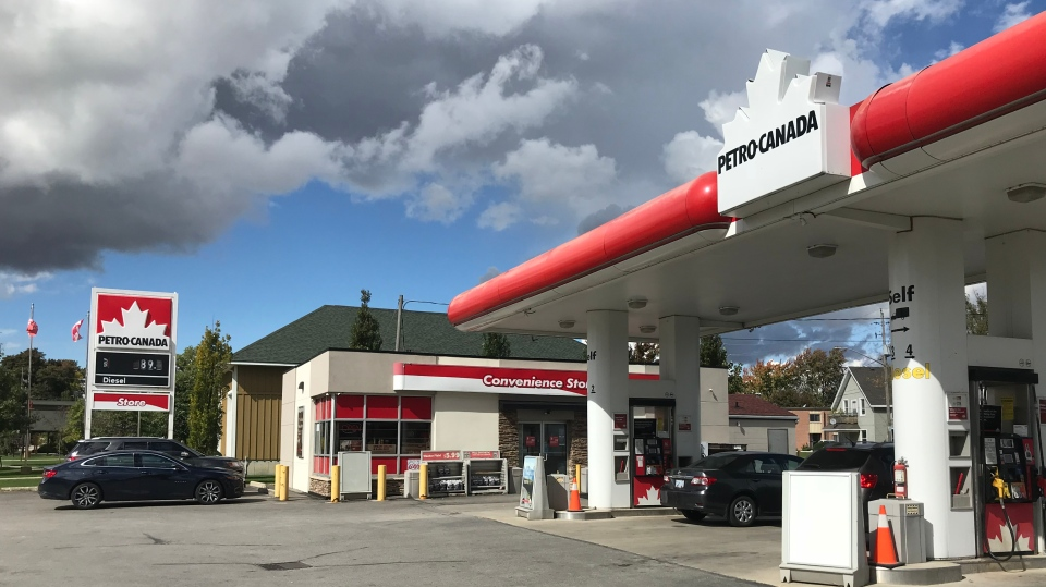 Petro Canada/Double 7 gas bar