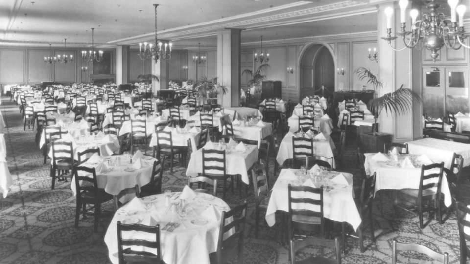 The dining room on the fifth floor of the Hudson's Bay Downtown Winnipeg department store after in 1938. (Source: Hudson's Bay Company Archives/ City of Winnipeg historical buildings committee report)