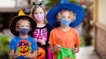 Kids trick-or-treating with non-medical face masks. (Shutterstock)
