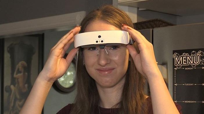 London student Emma Van Dyk using eSight glasses on Oct. 7, 2020. (Jordyn Read/CTV London)