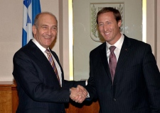Israeli Prime Minister Ehud Olmert shakes hands with Foreign Affairs Minister Peter MacKay during a meeting in Jerusalem on Monday. (AP / GPO / Amos Ben-Gershom)