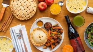 Restaurants pitch Thanksgiving dinners