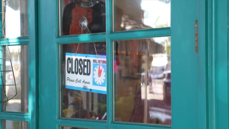 A closed sign in the window of an Ottawa business. (CTV News Ottawa)